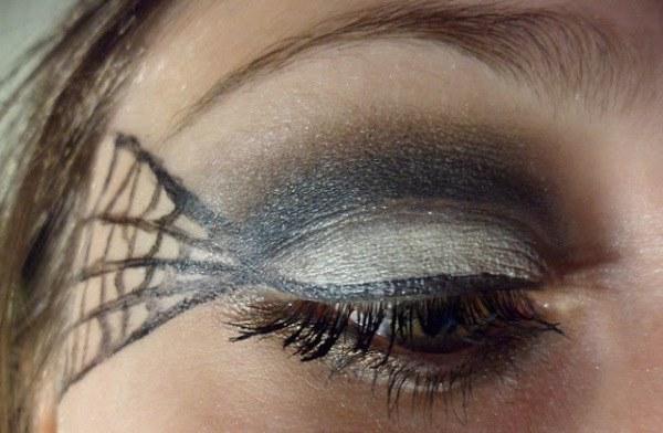 maquillate-una-telarana-o-dos-por-halloween-2014-ojo-con-telaraña-en-el-lado