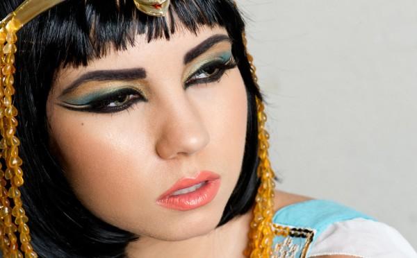 maquillaje-cleopatra-Halloween-2015-sombra-azul