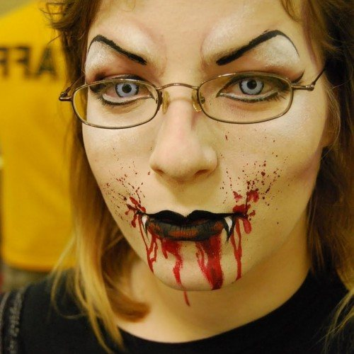 maquillaje-halloween-trucos-2014-lentillas-de-colores
