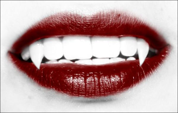 hacer-colmillos-disfraz-vampiresa-halloween-2015