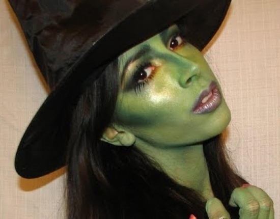 maquillaje-bruija-sexy-para-halloween-2015-maquillaje-base-color-verde