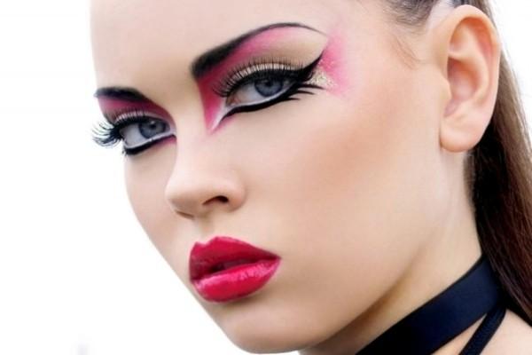 maquillaje-para-carnaval-fotos-2016-maquillaje-con-sombras-y-labios-destacados