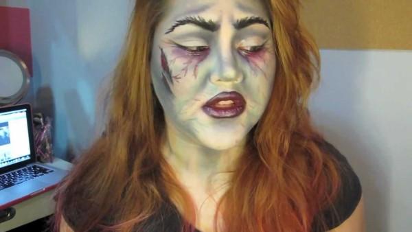 maquillaje-bruja-mala-y-fea-para-carnaval-2016-maquillaje-con-labios-morados