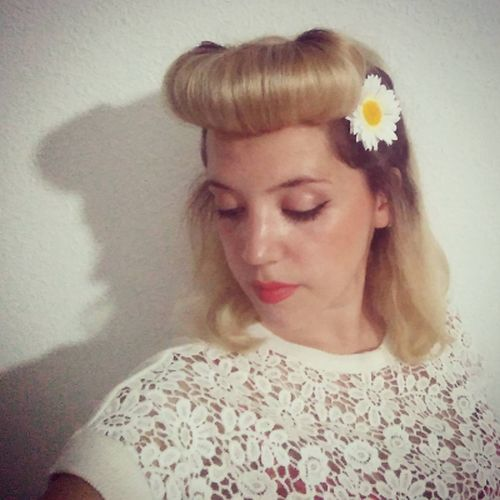 peinados-pin-up-rulo-flequillo