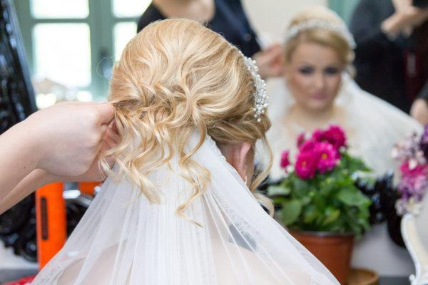 Peinados para novias novia con velo rizos por fuera