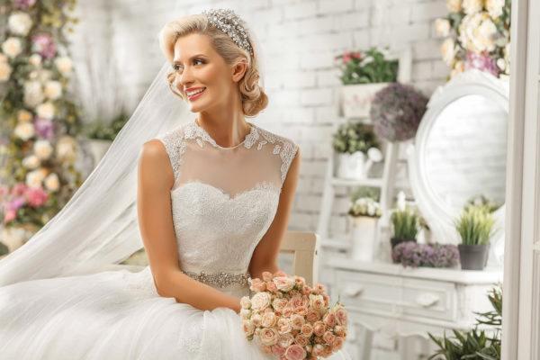 Peinados para novias tiara media melena