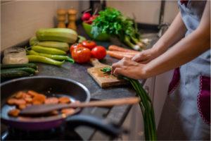 Consejos para cocinar de forma segura en la gestación