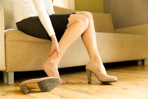 como-hacer-un-gel-refrescante-para-piernas-natural-istock3