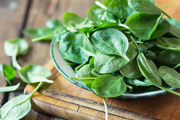 Alimentos ricos en acido folico ideales para la dieta de la embarazada espinacas