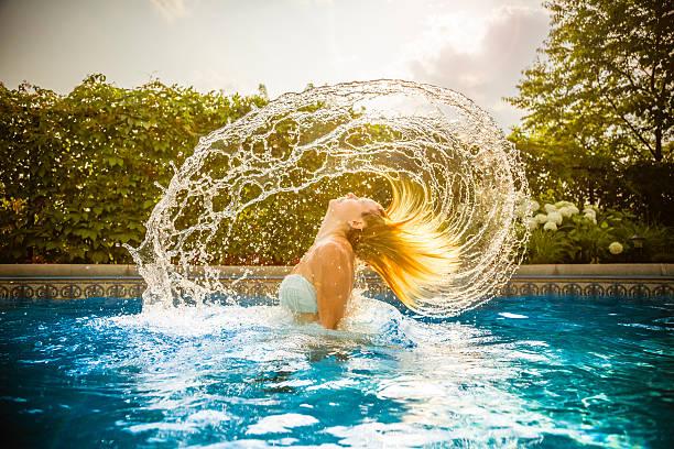 Los mejores trucos consejos para proteger el pelo del cloro de piscina